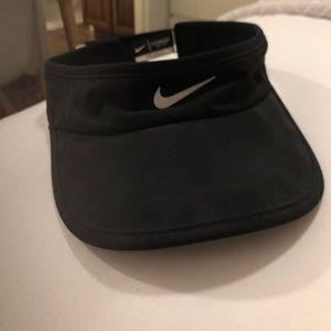 Nike Accessories - NIKE Women's featherlight dri-fit visor